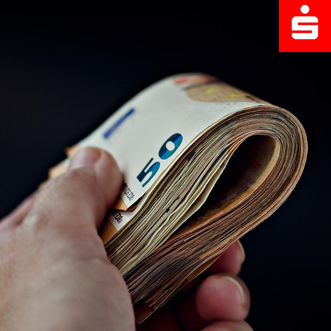 Kundinnen und Kunden brauchen bei Bar-Einzahlungen über 10.000 Euro jetzt einen Herkunftsnachweis